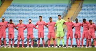 """الكشف عن سر ارتداء ريال مدريد القميص """"الوردي"""" أمام قادش"""