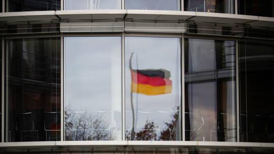 ألمانيا توجه لمتشدد سوري اتهامات بالقتل بعد هجوم بسكين