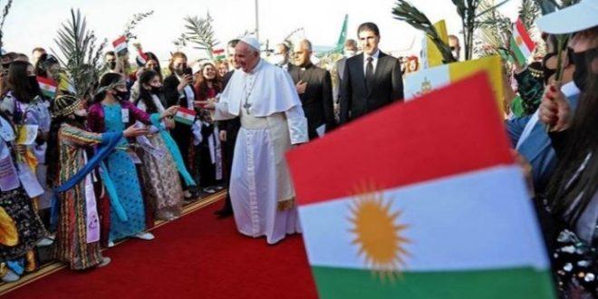البابا يحيي قداسا في أربيل يحضره نحو 10 آلاف مشارك